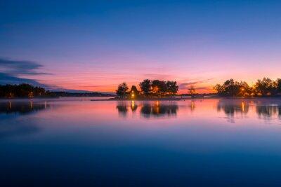 Fototapet Vy över en stuga vid sjön i Ontario Kanada