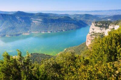 Fototapet Vy över Sau reservoaren i höst. Katalonien, Spanien