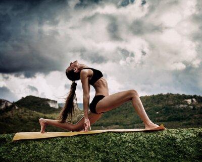 Fototapet Warrior yoga pose