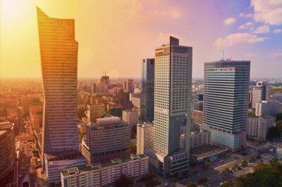 Fototapet Warszawa centrum - flygfoto av moderna skyskrapor på solnedgången