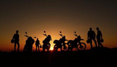 Fototapet gündoğumu izleyen motorcular