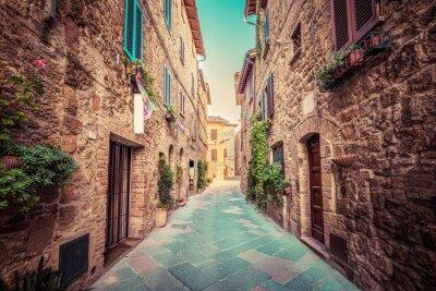Fototapet Smal gata i en gammal italienska staden Pienza. Toscana, Italien. Årgång