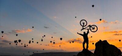 Fototapet sıradışı bisikletçi ve GÜÇ gösterisi
