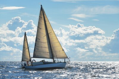 Fototapet Yacht segling på en solig dag i Riga bukten