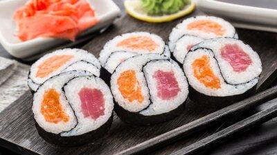 Fototapet Yin Yang futomaki med tonfisk och lax