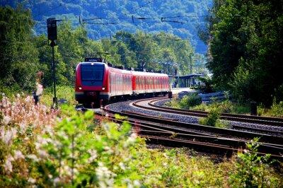 Fototapet Zug verlässt DEN Bahnhof, Abfahrt