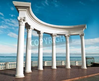 Väggdekor Antika grekiska kolonner mot en blå himmel och hav