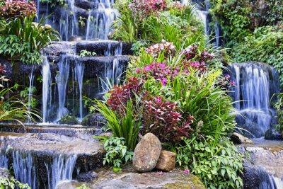 Väggdekor Artificiell vattenfall och staty i trädgården