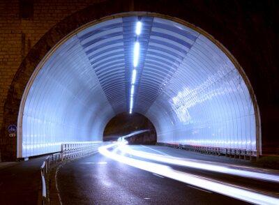 Väggdekor bil ljus i en tunnel, staden på natten.