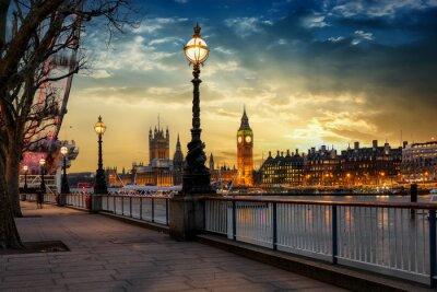 Väggdekor Blick über die Themse på Big Ben Turm och Westminster Palast i London bei Sonnenuntergang. Großbritannien