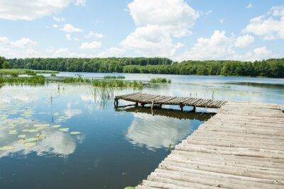 Väggdekor Bron över sjön på en solig dag