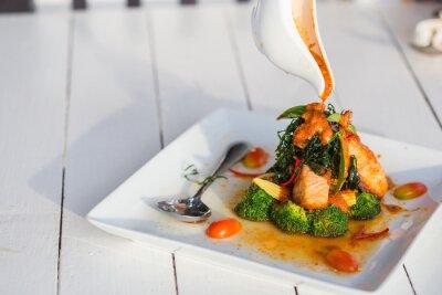 Väggdekor Chu Chee Red curry lax Klistra in på vita plattor.