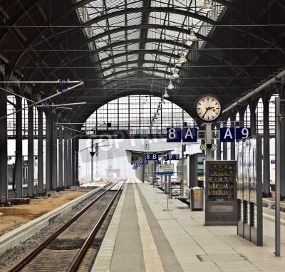 Väggdekor classicistical järnvägsstationen i Wiesbaden, Tyskland