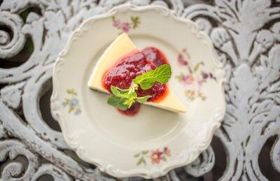 Väggdekor Dessert - Cheesecake med bär sås och grön Mint, ovanifrån