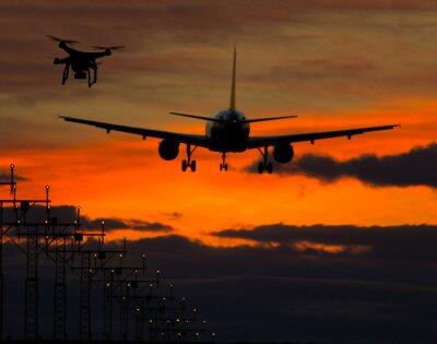 Väggdekor Drönare som flyger nära kommersiella flygplan