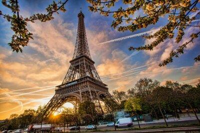 Väggdekor Eiffeltornet mot soluppgången i Paris, Frankrike