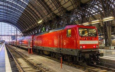 Väggdekor Elektriska lok med regionala tåg i Frankfurt, Tyskland