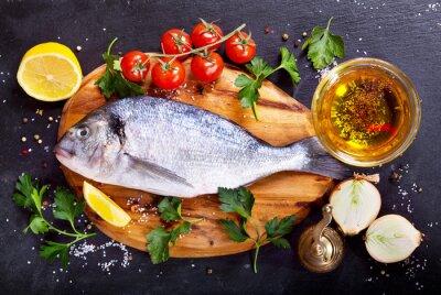 Väggdekor färsk fisk dorado med grönsaker