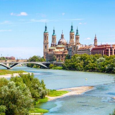 Väggdekor Flygfoto i Zaragoza, Spanien med basilika
