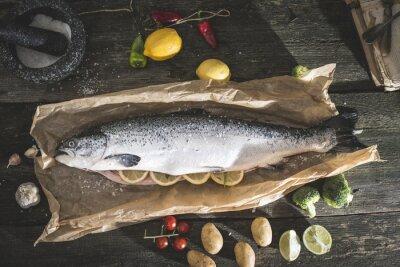 Väggdekor Förbereda hel lax fisk för matlagning