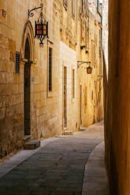 Väggdekor Forntida smal maltese gata i Mdina