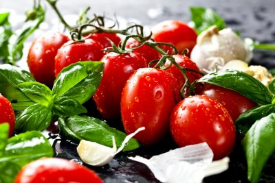 Väggdekor Frische tomaten mit Basilikum und Knoblauch