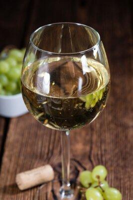 Väggdekor Gamla träbord med vitt vin