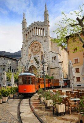 Väggdekor Gammal spårvagn framför katedralen i Soller, Mallorca, Spanien