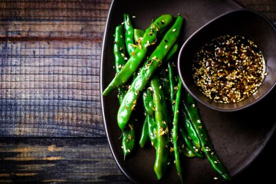 Väggdekor gröna bönor i sesam- asiatiska sås