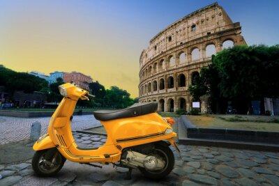 Väggdekor Gul tappning skoter på bakgrunden av Colosseum