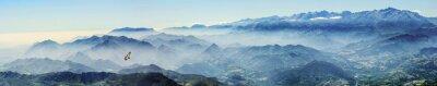 Väggdekor Höga berg med Gåsgamarna i dimman (Picos de Europa, Asturias, Spanien)