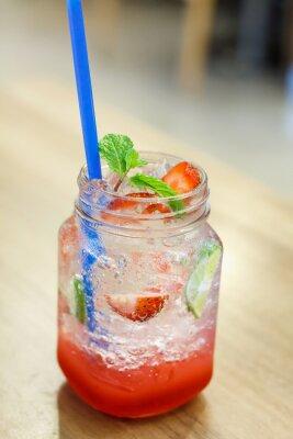 Väggdekor Iced drink med jordgubbe och citron