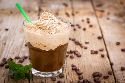 Väggdekor Is kaffe med vispad grädde i ett glas på träbordet