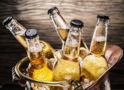 Väggdekor Kalla flaskor öl i koppar skopa.
