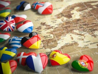 Väggdekor Karta över Europa och hjärtan med flaggor i de europeiska länderna. Trave