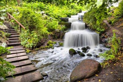Väggdekor Kaskad vattenfall i parken Planten un Blomen i Hamburg