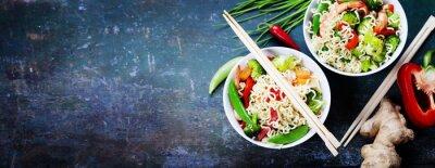 Väggdekor Kinesiska nudlar med grönsaker och räkor