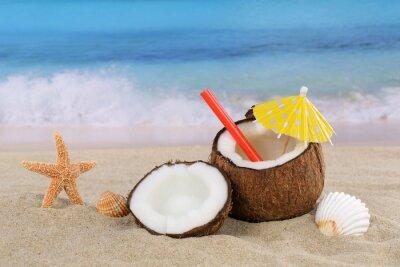 Väggdekor Kokosnuss Frucht Cocktail dryck im Sommer am Meer und Strand