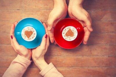Väggdekor Kvinnor och man håller koppar kaffe