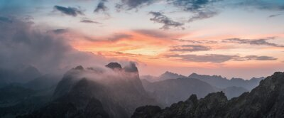 Väggdekor Majestic Sunset med berg