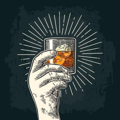 Väggdekor Manlig hand som håller glaswhisky med stråle