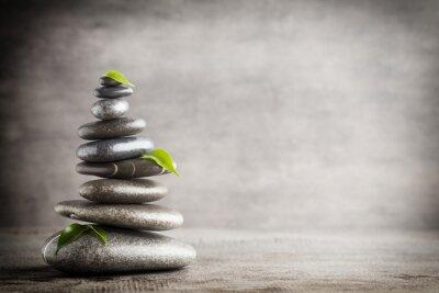 Väggdekor Massage stenar placeras i form av en pyramid.