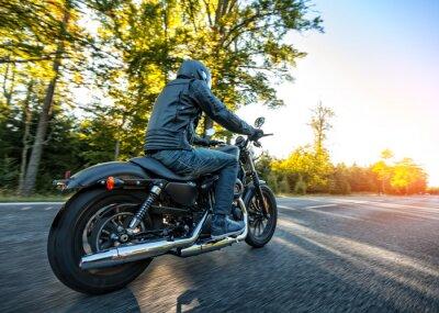 Väggdekor Motorcyklist rider chopper på en väg