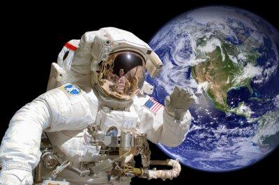 Väggdekor Närbild av en astronaut i rymden, jorden i bakgrunden - delar av denna bild tillhandahålls av NASA