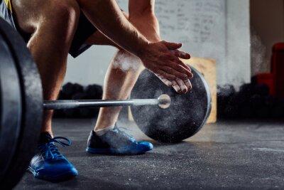 Väggdekor Närbild på Weightlifter klappa händerna före skivstång träning en