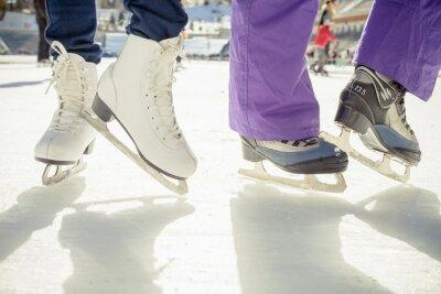 Väggdekor Närbild skridskor skridskoåkning utomhus på isbana