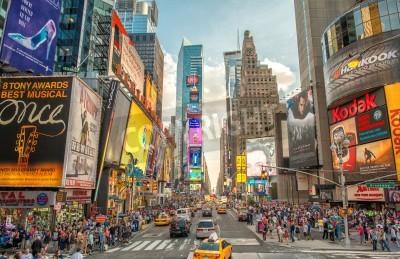 Väggdekor New York - 12 juni, 2013: Natt bild av Times Square ljus. Times Square är en hektisk turist skärningspunkten mellan neon konst och kommers och är en ikonisk gatan i New York City.