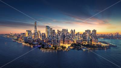 Väggdekor New York City panorama skyline vid soluppgången. Manhattan kontorsbyggnader / skysrcapers på morgonen. New York City panoramatiskt skott.