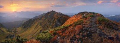 Väggdekor Panorama över bergen i gryningen