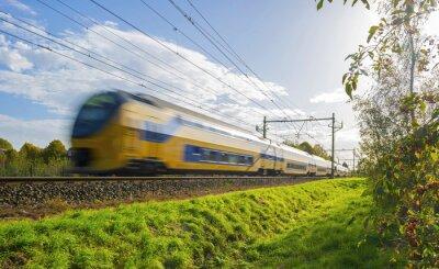 Väggdekor Persontåg rör sig med hög hastighet i solljus